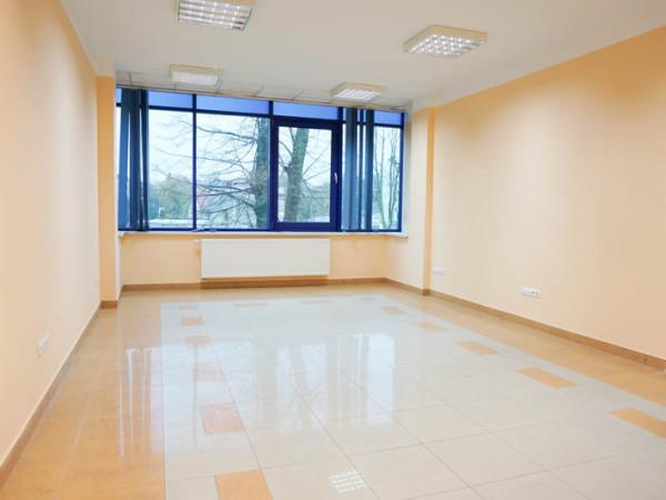 Przestronny, klimatyzowany lokal w prestiżowym budynku biurowym