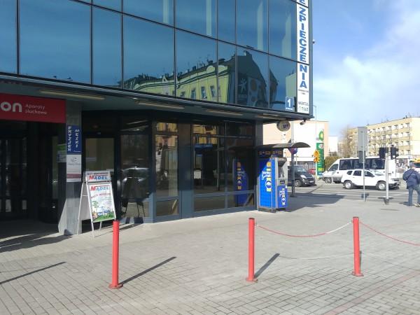 Lokal usługowo-handlowy z osobnym wejściem i dużymi witrynami na Dworcu Autobusowym